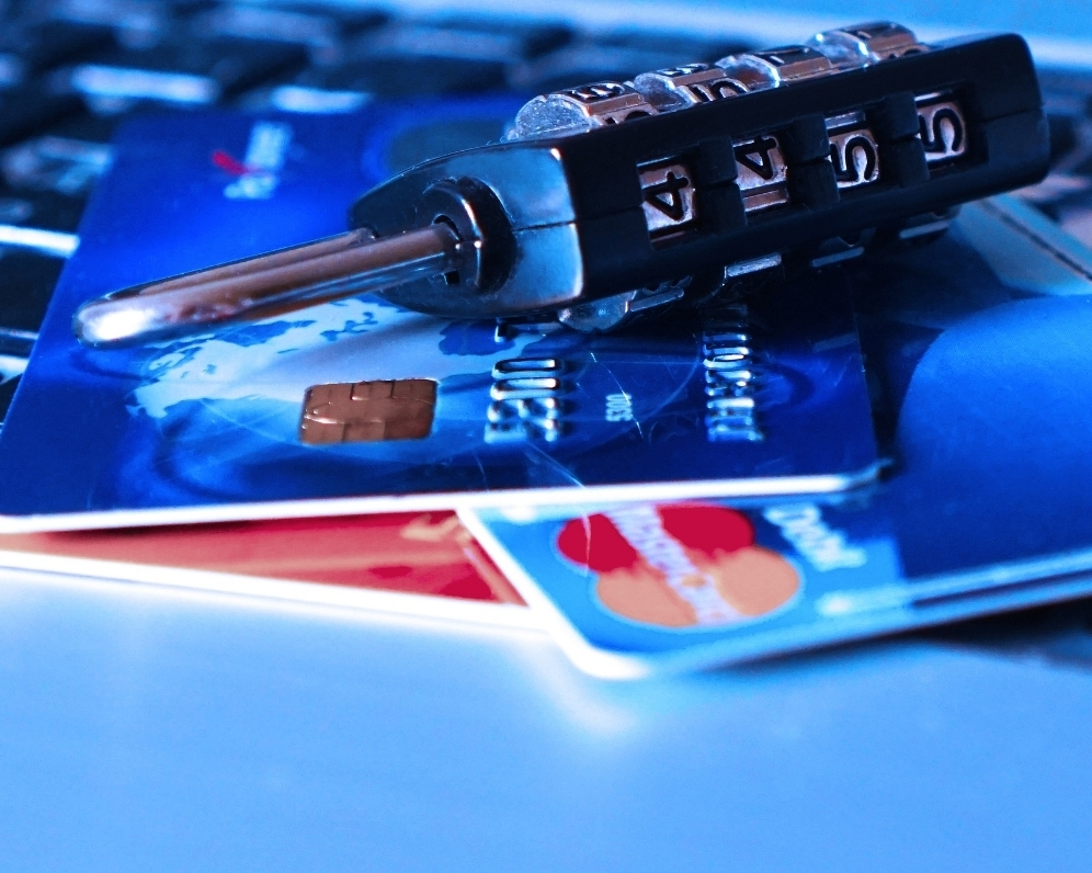 Stratili ste platobnú kartu? Toto musíte neodkladne urobiť!